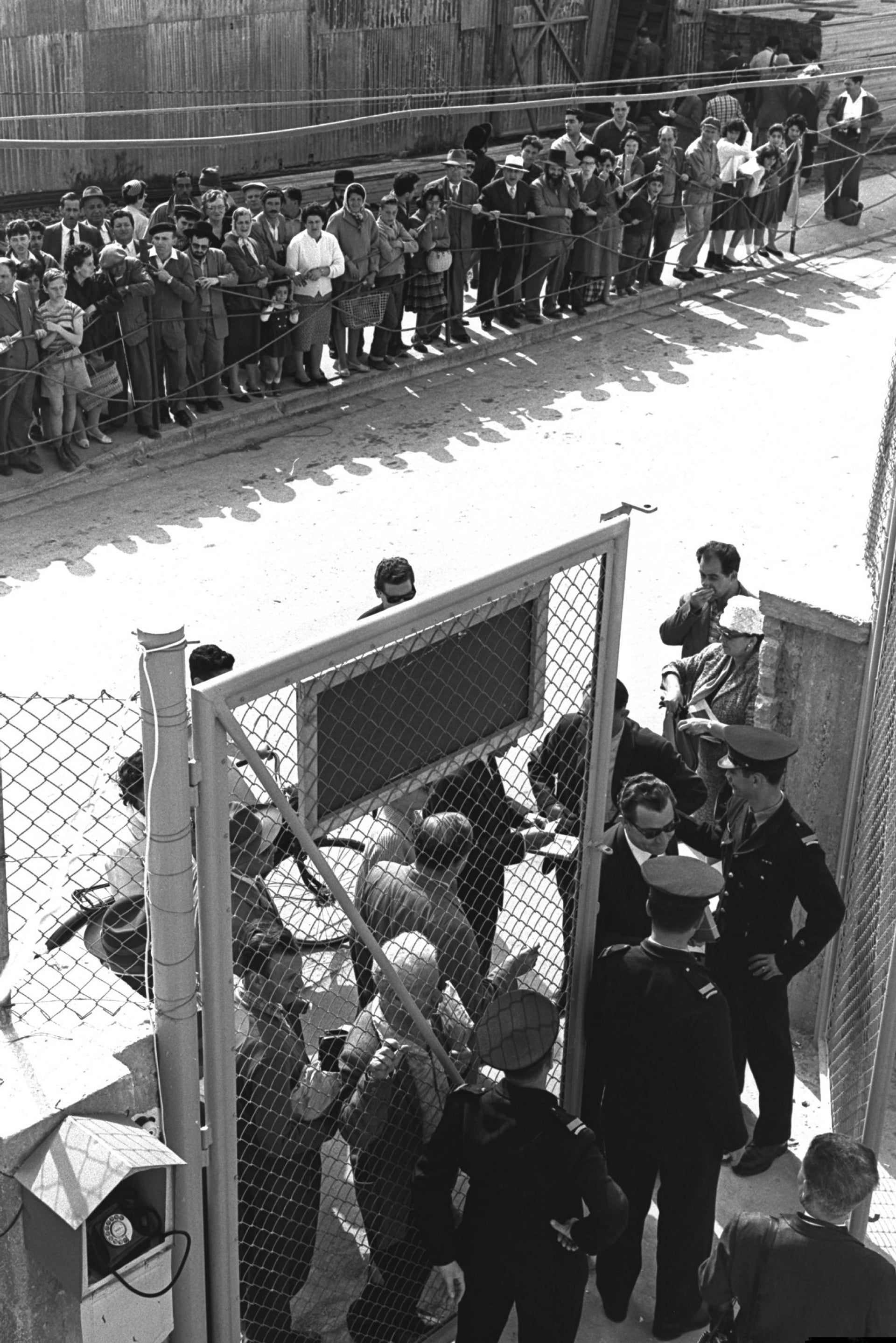 Meticulous security checks outside Beit Ha'am in Jerusalem, where the trial of Nazi war criminal Adolf Eichmann was taking place.