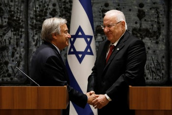 UN Secretary General Antonio Guterres (L) shakes hands with Israeli President Reuven Rivlin during their meeting in Jerusalem August 28, 2017.