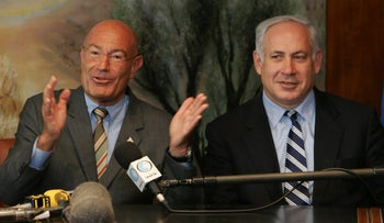 Israeli-American movie producer Arnon Milchan (L) is flanked by then-Finance Minister Benjamin Netanyahu as he announces his donation of $100 million to establish a new Israeli university, at a press conference on March 28, 2005 in Jerusalem.
