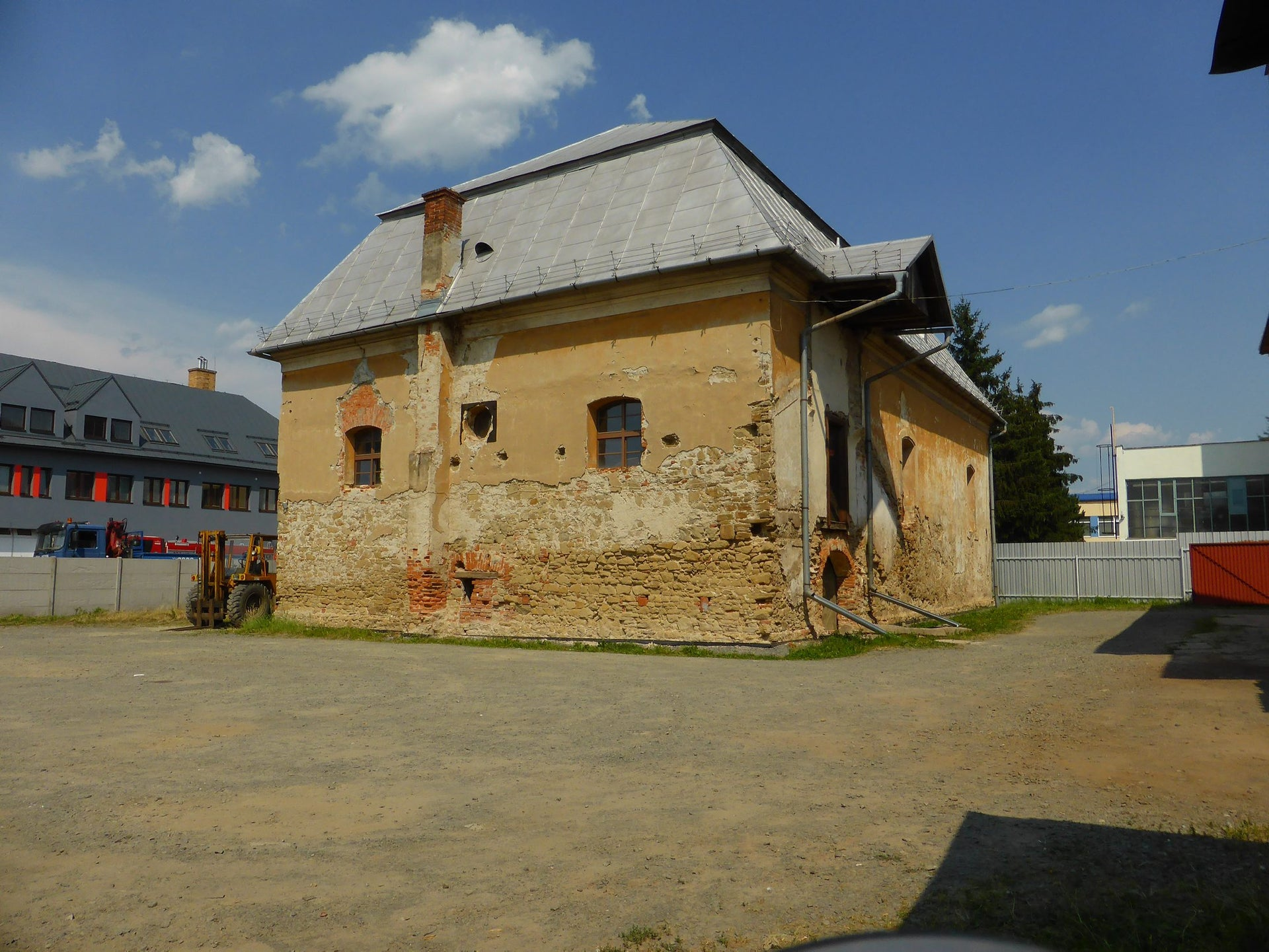 The Bardejov synagogue before the beginning of the restoration project.