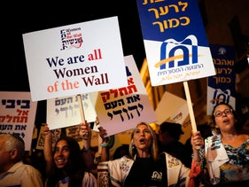 Protesters outside PM Netanyahu's residence against Western Wall deal freeze, July 1, 2017.