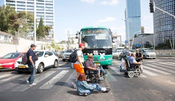Disabled protesters demonstrating at the Azrieli junction on September 24, 2017.