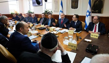 Prime Minister Benjamin Netanyahu presiding over the weekly cabinet meeting in Jerusalem, October 1, 2017.