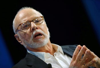 FILE PHOTO: Paul Singer, founder and president of Elliott Management Corporation, speaks at WSJD Live conference in Laguna Beach, California, U.S., October 25, 2016.  REUTERS/Mike Blake/File Photo