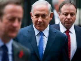 Israeli Prime Minister Benjamin Netanyahu (C) leaves 10 Downing street in London on November 2, 2017 after a meeting with British Prime Minister Theresa May. Prime Minister Theresa May and Israeli counterpart Benjamin Netanyahu were preparing to celebrate the centenary of a British declaration that ultimately led to the foundation of the state of Israel. / AFP PHOTO / Daniel LEAL-OLIVAS