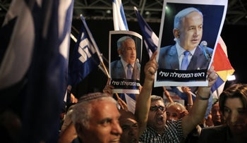 Supporters of Prime Minister Benjamin Netanyahu attend a rally in Tel Aviv, August 9, 2017.