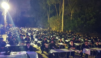 Over 1,000 ultra-Orthodox protesters studying Torah outside the military facility Prison 4, where four of their peers are being held after arrest for deserting.