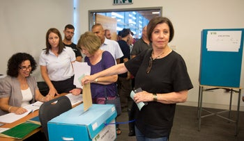 Meretz leader Zehava Galon at a central committee voting stand, July 2, 2017.