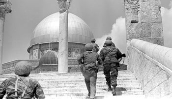 Israeli paratroopers entering the Temple Mount compound during the Six Day War, 1967.