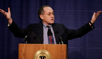 Harvard law professor Alan Dershowitz addresses an audience at Brandeis University, in Waltham, Mass., Tuesday, Jan. 23, 2007.