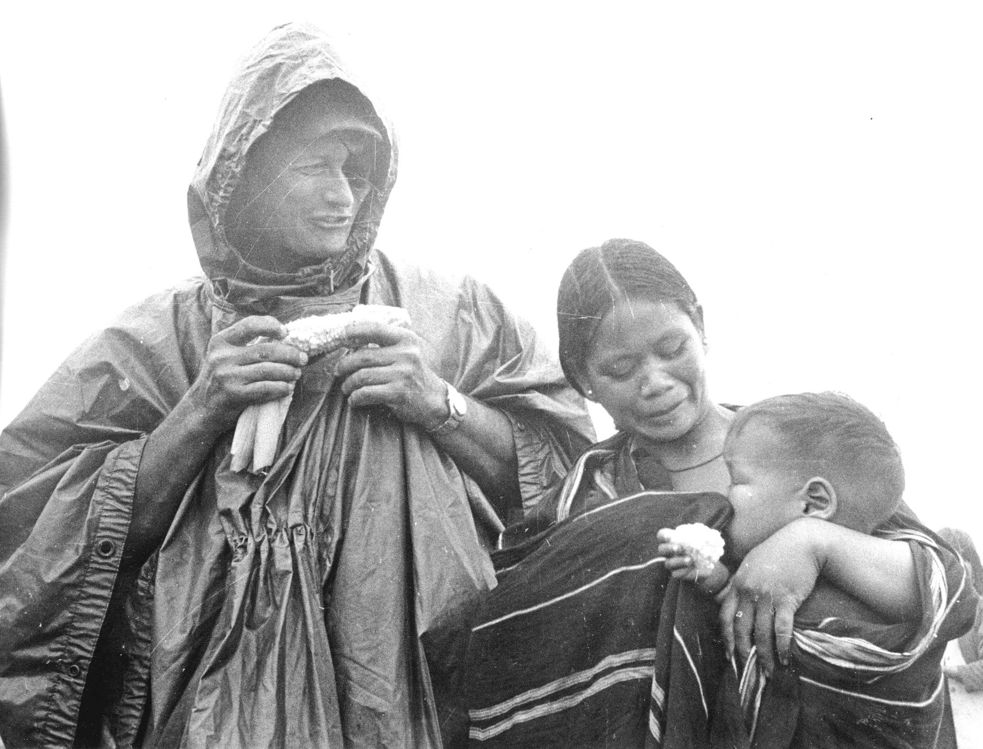 Moshe Dayan sharing some corn with a local family in Vietnam, August 1966.