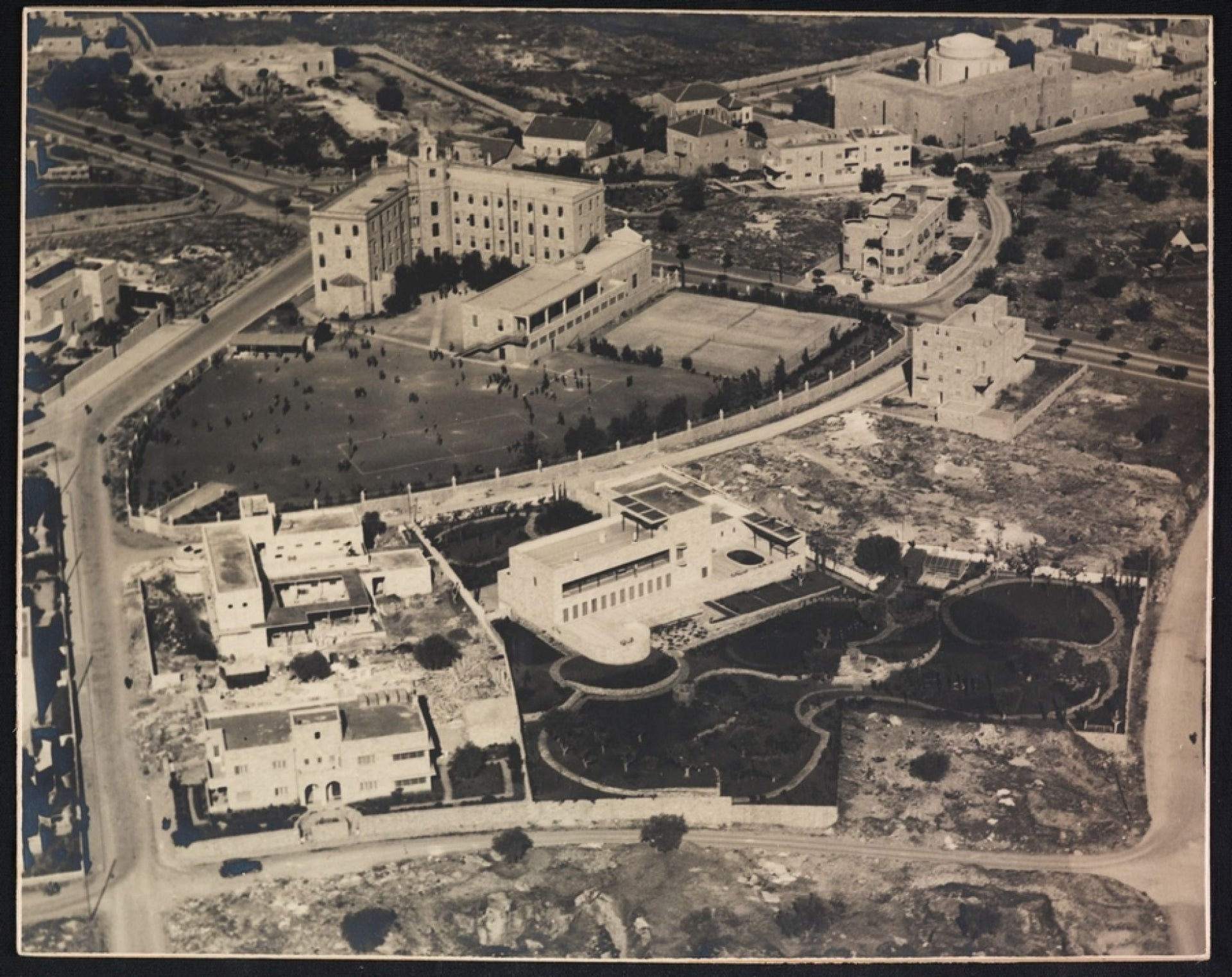 Aerial photo of Jerusalem in 1937. Zalman Schocken's new home and library is on the right-hand side.