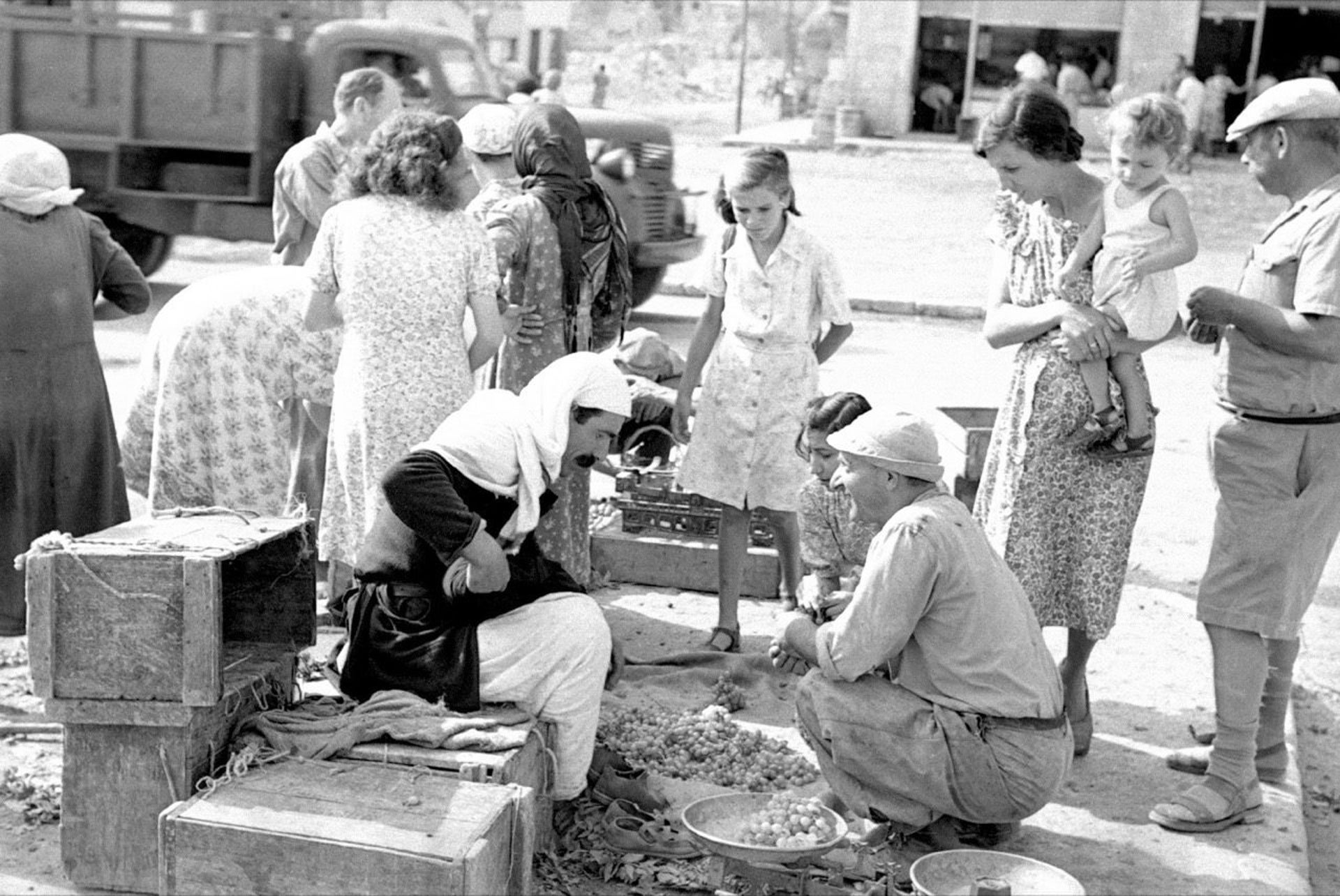 Arabs and Jews mingling at a market in Tiberias (date unknown).