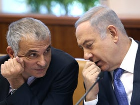 Finance Minister Moshe Kahlon (left) with Prime Minister Benjamin Netanyahu at a weekly cabinet meeting on February 1, 2016.