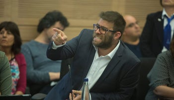Likud MK Oren Hazan speaks at a Knesset committee meeting, April 25, 2017.