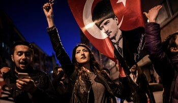"""Supporters of the """"No"""" march to submit their petition calling for the annulment of a referendum that approved constitutional changes boosting President Erdogan's powers on April 18, 2017 in Istanbul."""