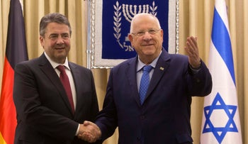 President Reuven Rivlin (right) shakes hands with German Foreign Minister Sigmar Gabriel at the President's Residence in Jerusalem, April 25, 2017.
