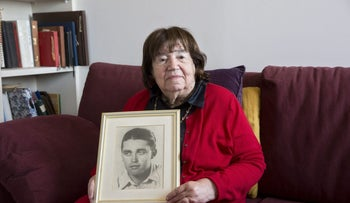 Prof. Miriam Ben Peretz with a photo of her first husband Yosef Kofler, who was killed in the War of Independence, April 2017.