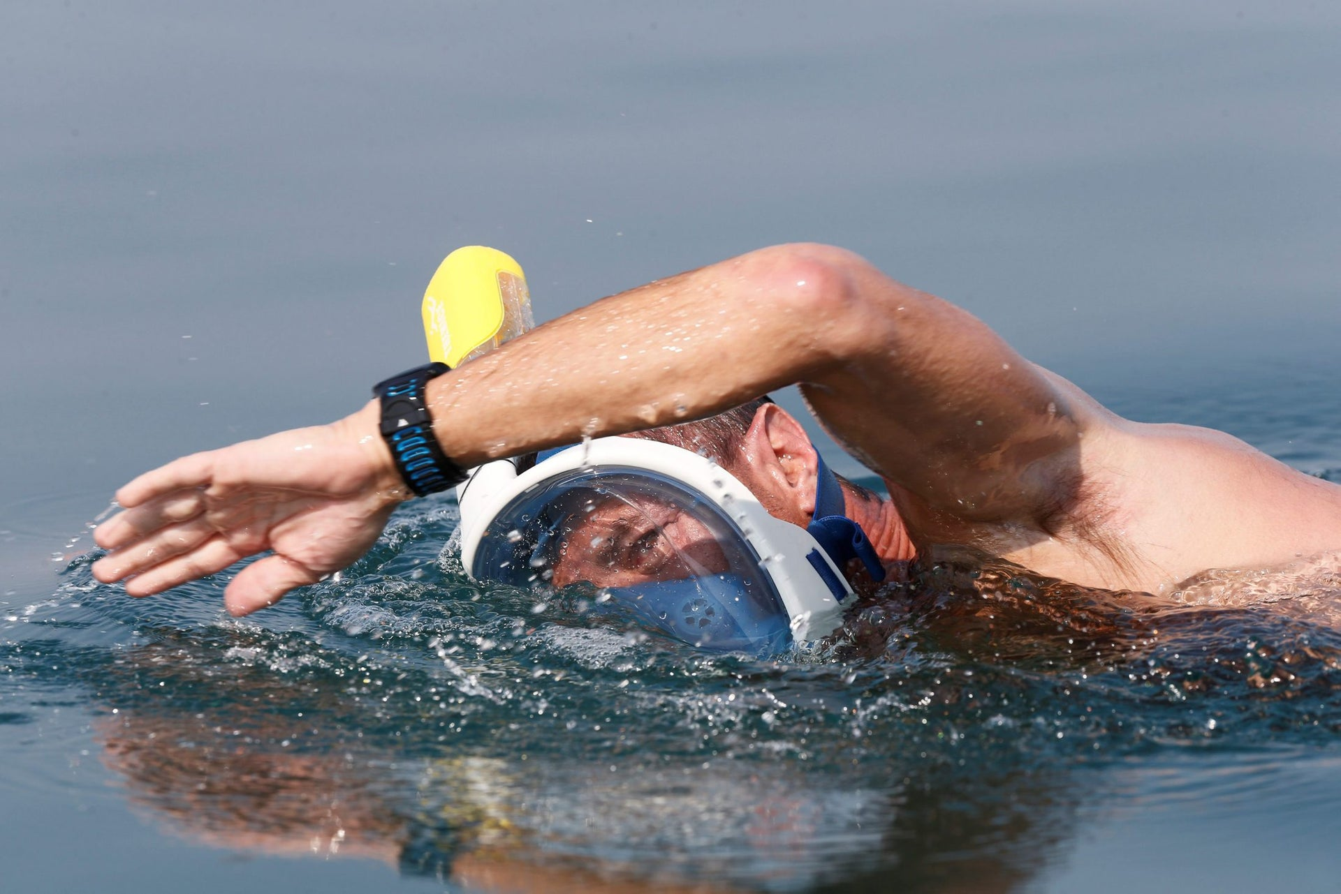 """An environmental activist takes part in """"The Dead Sea Swim Challenge"""", swimming from the Jordanian to Israeli shore, to draw attention to the ecological threats facing the Dead Sea, in Kibbutz Ein Gedi, Israel November 15, 2016."""