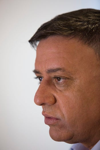 Avi Gabbay gives a press conference after winning the Labor primary, July 11, 2017.