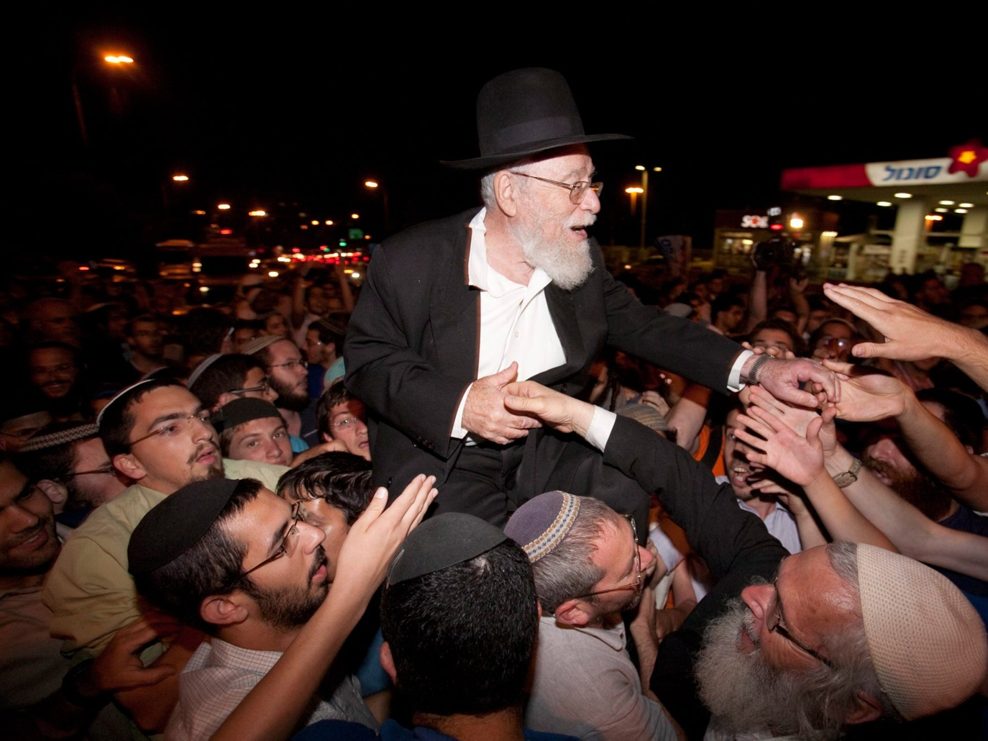 Rabbi Dov Lior is carried on the shoulders of his supporters who rallied in Jerusalem after his arrest, June 27, 2011.