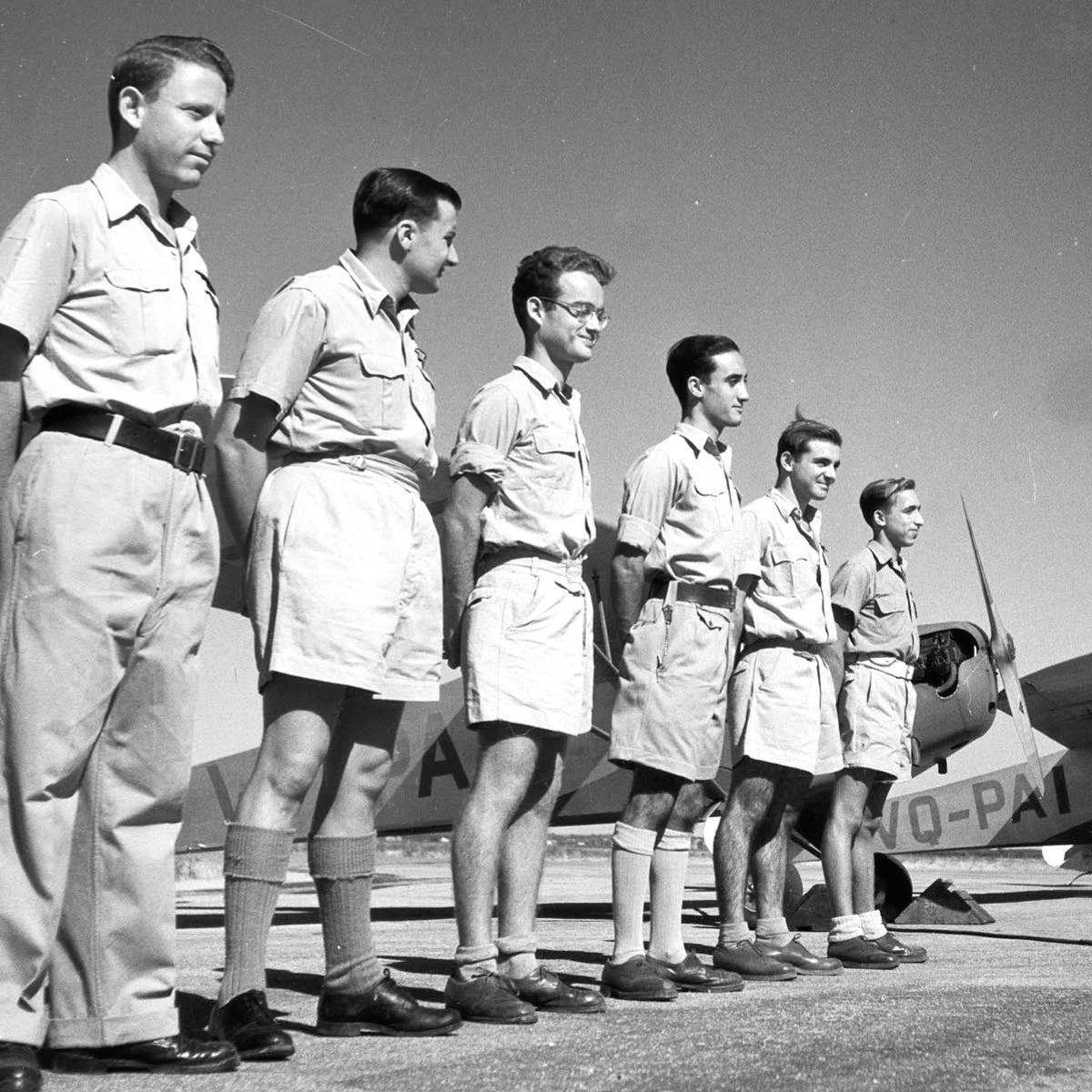 Palmach members at pilot training in Lod, 1947.