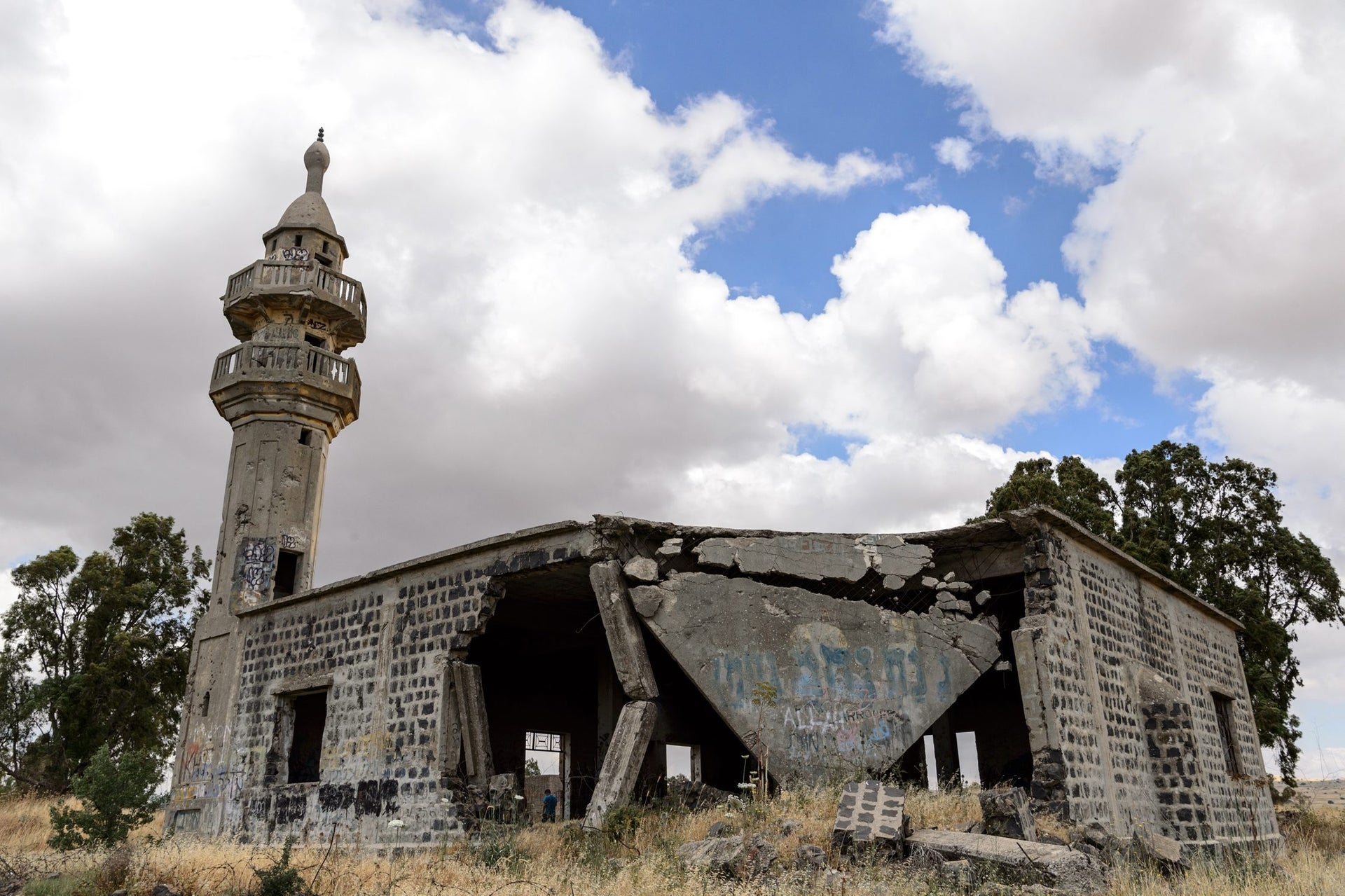 The partially collapsed mosque at Hushniya, Golan Heights, 2017.