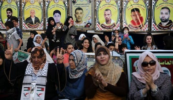 File photo: Women sit in front of photographs of jailed hunger-striking Palestinian prisoners in Gaza city, May 4, 2017.