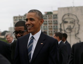 """U.S. President Barack Obama stands near an image of late revolutionary hero Ernesto """"Che"""" Guevara (background) during a wreath laying ceremony at the Jose Marti monument in Revolution Square in Havana, Cuba March 21, 2016."""