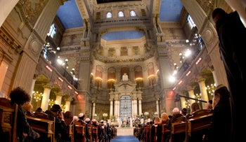 A general shot of the Great Synagogue of Rome, during a papal visit in January 2016.