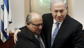 Prime Minister Benjamin Netanyahu hugs Meir Dagan after thanking him at the beginning of the weekly cabinet meeting in Jerusalem, January 2, 2011.