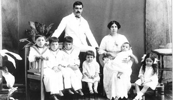 Aristides and Angelina de Sousa Mendes with their first six children, 1917. He would have 14 children and die in penury.
