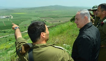 Prime Minister Benjamin Netanyahu on an army tour in the Golan Heights, April 11, 2016.
