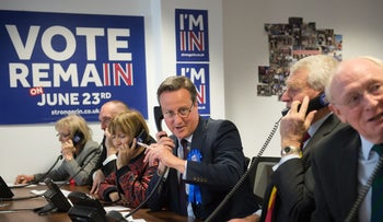 British Prime Minister David Cameron (C), takes part in campaign calls for Britain Stronger in Europe campaign for the forthcoming EU referendum, London, England, Apr. 14, 2016.
