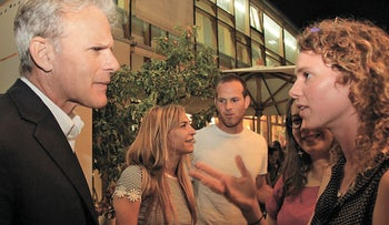 An immigrant speaking with MK Michael Oren at the Yom Ha'aliyah event in Tel Aviv.
