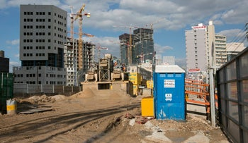 A light rail site in Tel Aviv, February 2016. Work is proceeding ahead of schedule.