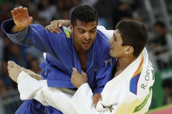 Azerbaijan's Rustam Orujov (white) competes with Israel's Sagi Muki during their men's -73kg judo contest semifinal B match of the Rio 2016 Olympic Games in Rio de Janeiro on August 8, 2016.