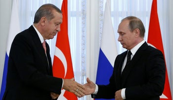 Russian President Vladimir Putin shakes hands with Turkish President Tayyip Erdogan during a news conference following their meeting in St. Petersburg, Russia, August 9, 2016.