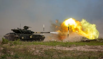 A Ukrainian T-62 tank fires during a military tactical exercise at a shooting range in Kharkiv region, Ukraine, August 23, 2016.