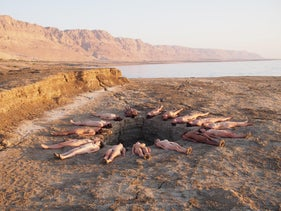 Nude volunteers surround sinkhole at Dead Sea, September 2016, photographed by Spencer Tunick.