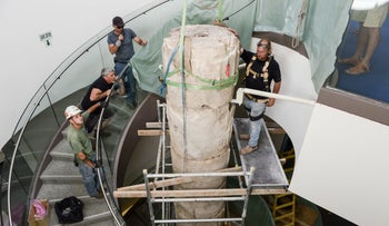 Workers positioning the column at the center of the Tel Hai library.