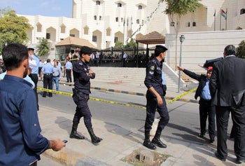 Jordanian police corner off the area where prominent Jordanian writer Nahed Hattar was shot dead outside a court in Amman where he was facing charges for sharing a cartoon deemed offensive to Islam, state news agency Petra reported on September 25, 2016.