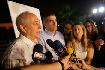 Peres' son, Chemi (left), and Tel Hashomer head Dr. Itzik Kreiss, during a press briefing outside the hospital, September 14, 2016.