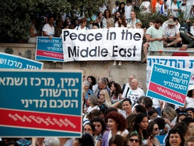 Thousands of women rally in Jerusalem for closing of two-week 'Women Wage Peace' event, on October 19, 2016.