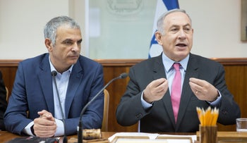 Finance Minister and Kulanu party head Moshe Kahlon, left, with Prime Minister Benjamin Netanyahu, August 2016.