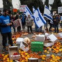 Farmers protest in front of the Knesset over water prices, December 19, 2016.