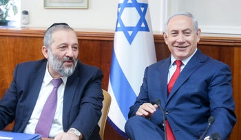 Netanyahu and Minister Dery durign a cabinet meeting in December, 2017.