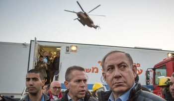 Netanyahu and Strategic Affairs Minister Gilad Erdan, during the Carmel Mountain fires