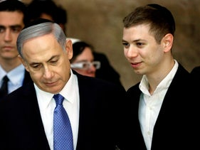 Prime Minister Benjamin Netanyahu with his son Yair at the Western Wall, March 28, 2015