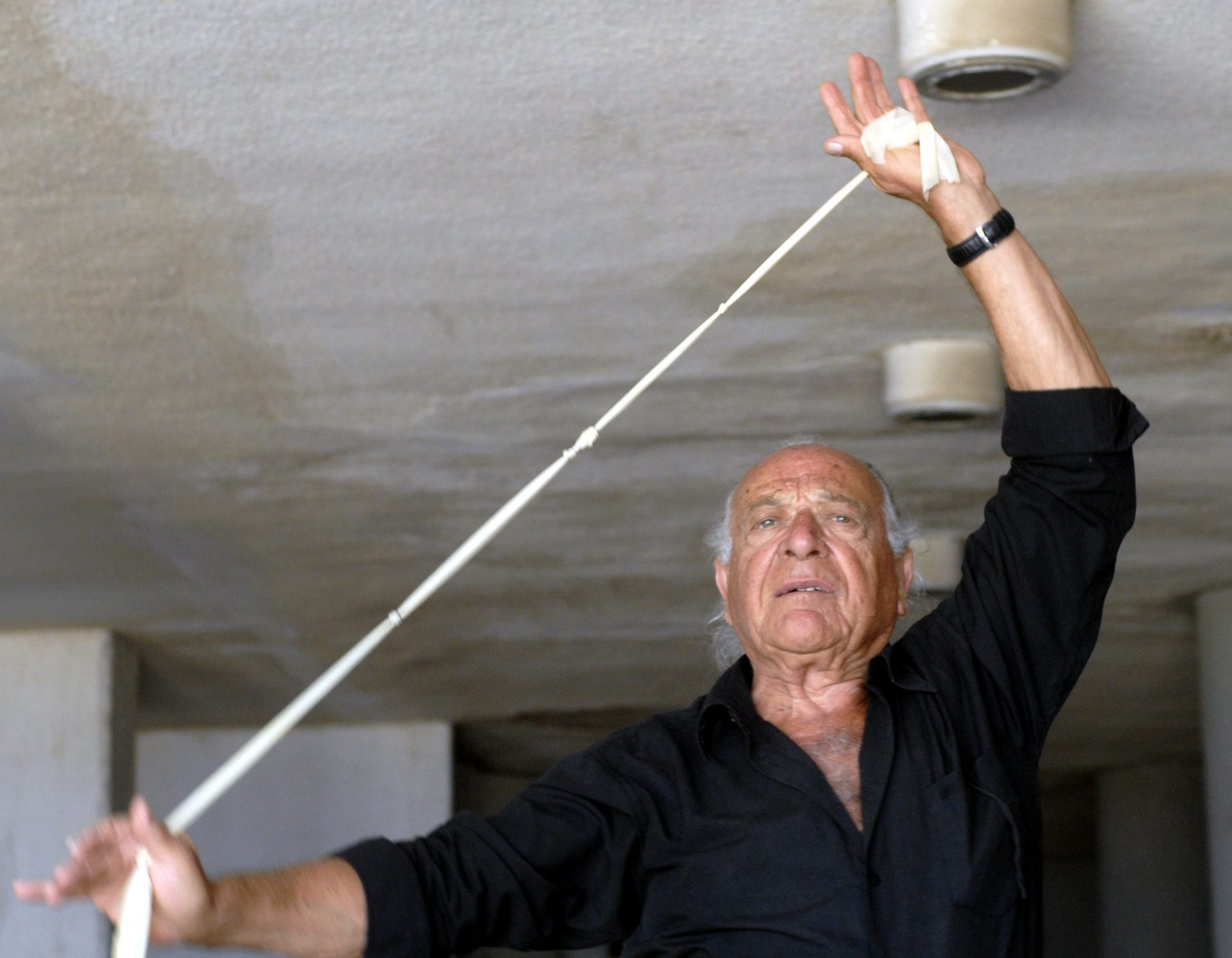 Yehuda Kedar demonstrates Vita dancing.